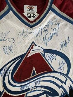 2001-02 COLORADO AVALANCHE TEAM SIGNED SIZE 54 JERSEY Sakic, Roy, Blake+