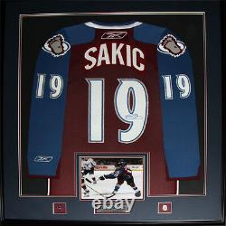 Joe Sakic Colorado Avalanche Signed jersey NHL Hockey Collector Frame