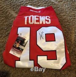 Jonathan Toews signed jersey Chicago Blackhawks Autograph Captain JSA COA