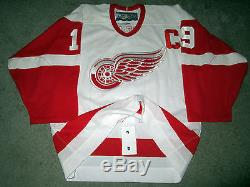 STEVE YZERMAN Detroit Red Wings SIGNED Autograph Authentic JERSEY with BAS COA 46