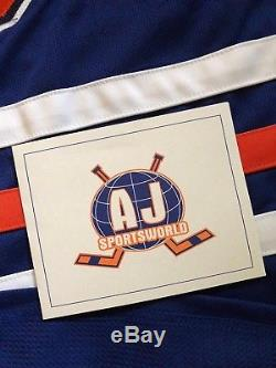 TRUE ROOKIE 2015-16 CONNOR MCDAVID Autographed Rookie Jersey withCOA