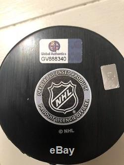 Wayne Gretzky Signed Hockey Puck (COA)