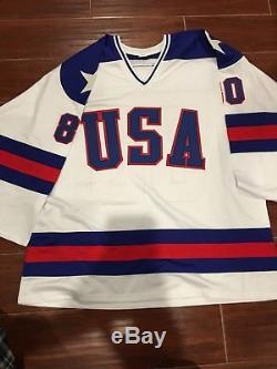 1980: Chandail Blanc Autographié Par Miracle On Ice Team USA Avec 15 Sigs - Témoin Jsa