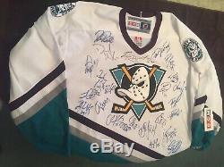 2005-2006 Maillot Autographié Par L'équipe Des Mighty Ducks D'anaheim Perry Selanne Getzlaf