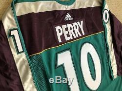Anaheim Ducks Puissants Corey Perry Équipe Délivré Adidas Warm Up Jersey Sz 54
