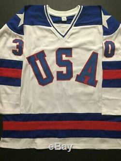 Autographié / Signé Jim Craig Maillot De Hockey USA Miracle 1980 De L'équipe Blanche Jsa Coa