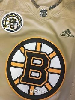 Brad Marchand Maillot D'appréciation Militaire Autographié 2018 Signé Par Les Bruins De Boston