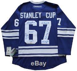 Chandail Autographié Par Reebok Signé Par L'équipe De La Coupe Stanley Des Maple Leafs De Toronto En 1967