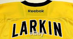 Dylan Larkin Signé Michigan Wolverines Maïs Jersey Psa / Dna Rookie Graph Coa