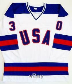 Jim Craig Signé Team USA Blanc Jersey 1980 Or Olympique Beckett Auth Médaillons