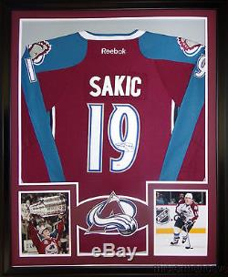 Joe Sakic Framed Jersey Signé Psa / Dna Coa Avalanche Du Colorado Autographié