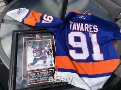 John Tavares Signé Islanders M Reebok Jersey Et Encadré 8x10