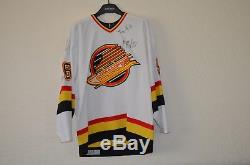 Pavel Bure # 96 Signé Game Worn Vancouver Canucks Jersey Taille 52 Coa Fight