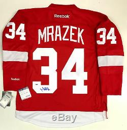 Petr Mrazek Signé Red Wings De Detroit Reebok Jersey Psa / Adn Rookie Graphique Coa