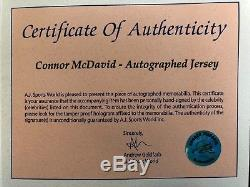 Photographie Signée Avec Jersey Connor Mcdavid Et Photographie Avec C. O. Un Backle Pack