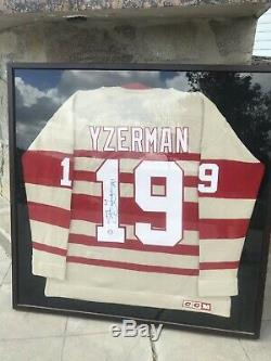 Steve Yzerman Chandail De Chandail De Hockey Signé Par Les Red Wings De Détroit
